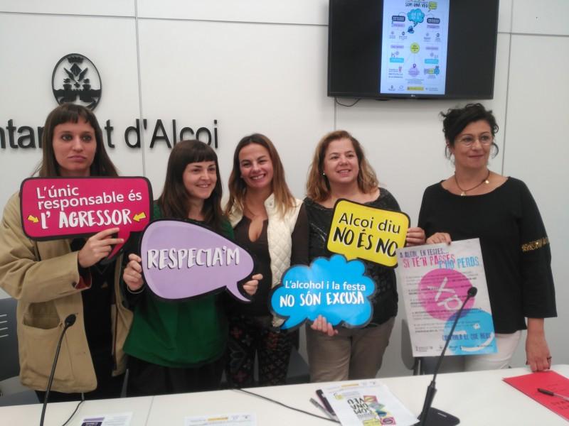 La regidora d'Igualtat, Aranza de Gracia (segona per la dreta), acompanyada per les tècniques municipals encarregades de les dues campanyes.
