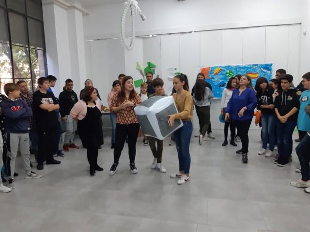 Els joves que formen part del CLIA, en la renovació de membres celebrada al CCJ (Centre Cervantes Jove)
