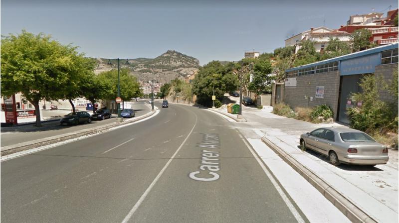 Punt del carrer Alacant on plantegen la instal·lació d'una passarel·la o un semàfor per a facilitar el pas dels vianants / Google maps