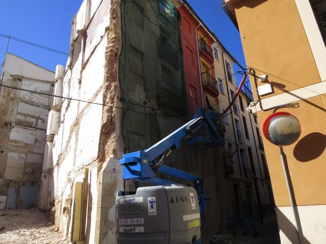 El núm. 20 del carrer Casablanca està situat enfront del retén de la Policia Local d'Alcoi.