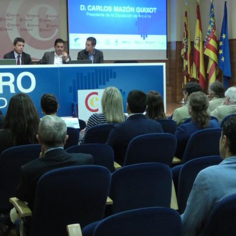 Xarrada inaugural del fòrum, impartida pel president de la Diputació d'Alacant, Carlos Mazón.