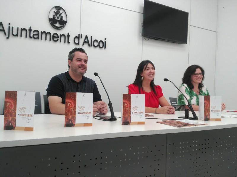 El regidor de Cultura (esquerra), la regidora de Democràcia Participativa (centre) i una tècnica municipal (dreta).
