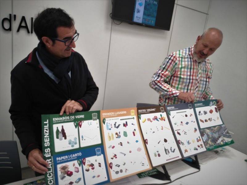 El regidor de transició ecològica (esquerra) i el cap del departament de Medi Ambient (dreta) presenten el contingut de la campanya.