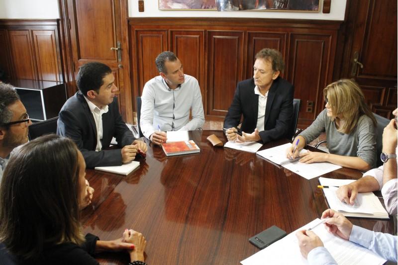 Reunió a l'Ajuntament amb representants d'ATEVAL, ACETEX, FEDAC i la Cambra de Comerç.