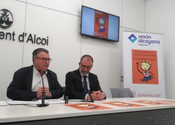 El regidor d'Esports (esquerra) i el director general de la Unión Alcoyana (dreta) en la roda de premsa per a presentar la iniciativa.