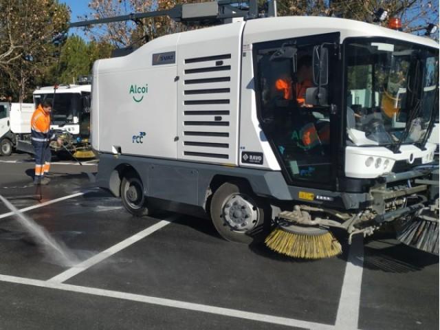 Vehicles que s'utilitzen en la neteja dels carrers d'Alcoi.