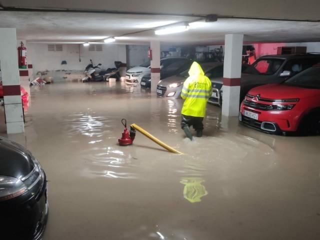 Els Bombers actuen en un baix inundat a Muro