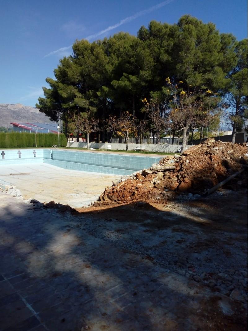 Obres a la piscina municipal de Muro.