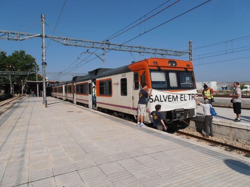 Acció reivindicativa a l'estació de Xàtiva / Guanyar Cocentaina