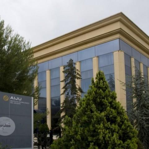 Potenciar l'especialització:AIJUforma als treballadors del sector químic-plàstic