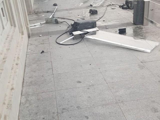 Accident al pont de Sant Jordi: Es deixa la matrícula i fuig