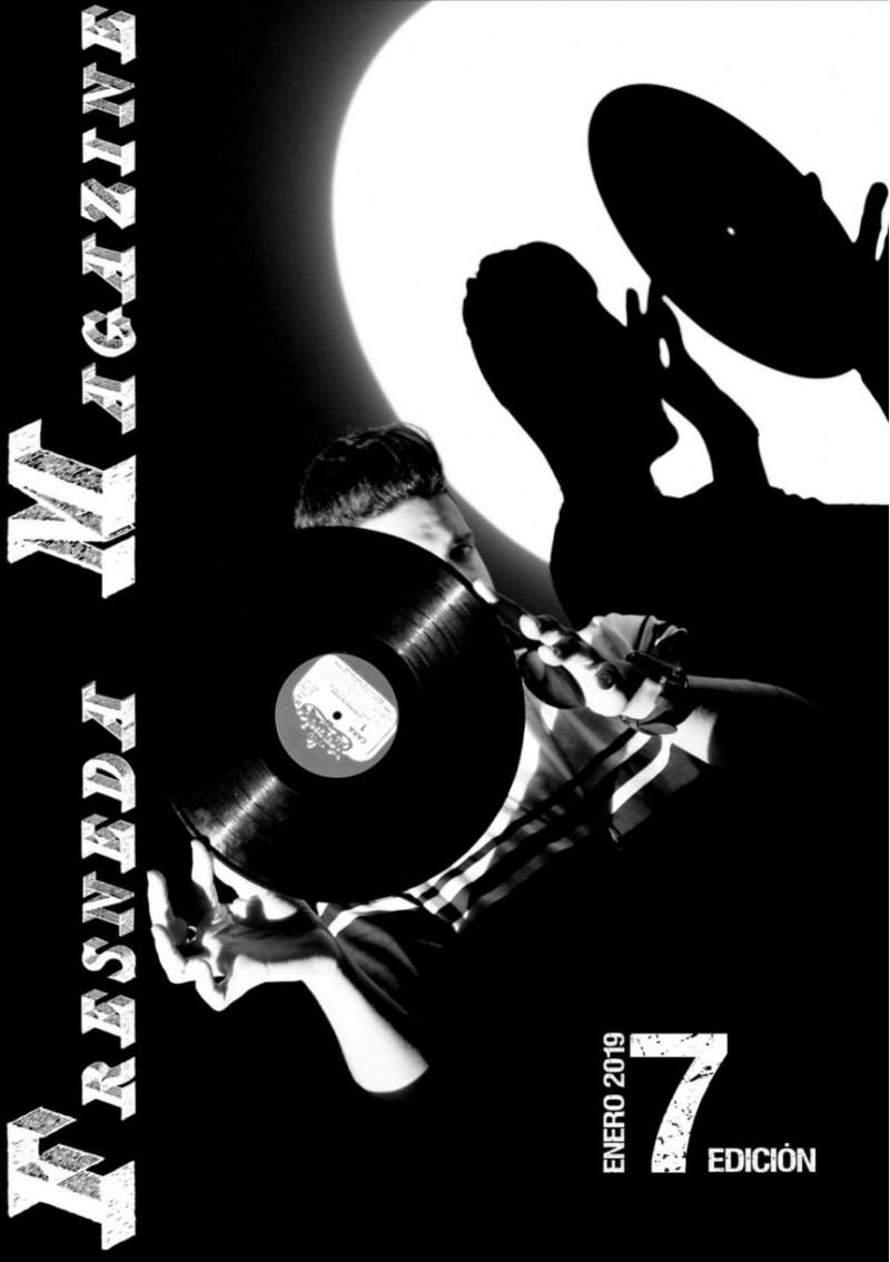 Portada de la setena edició deFresnedaMagazine, protagonitzadaper l'empresarii cantant alcoiàAdriánGinerPastor.
