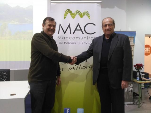 El president de la Mancomunitat de l'Alcoià-Comtat,ManoloGomicia, i el director delCEEIAlcoi-Valencia, Jesús Casanova.