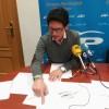 L'alcaldable Quique Ruiz mostra els plànols dels projecte en roda de premsa.