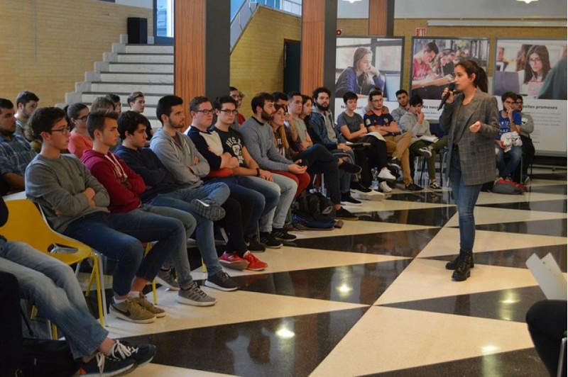 Presentació del 'SeatTextileChallenge' en les instal·lacions del Campus d'Alcoi de la UPV aquest 28 de febrer.