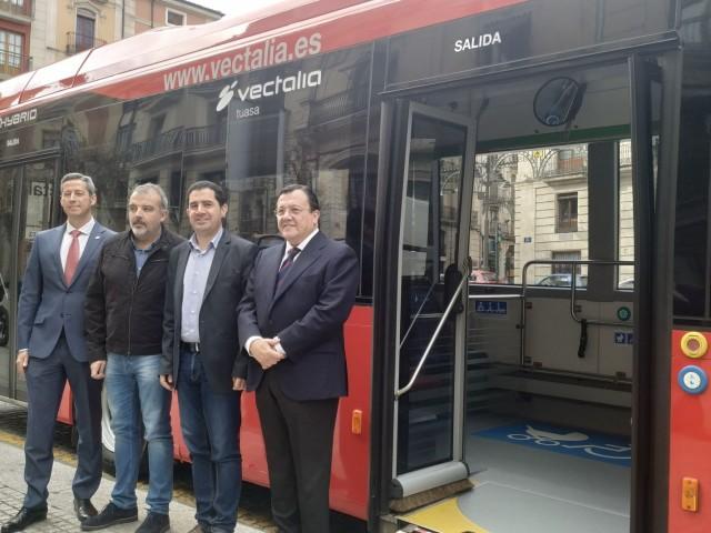 Alcoi fa proves amb el primer autobús urbà híbrid