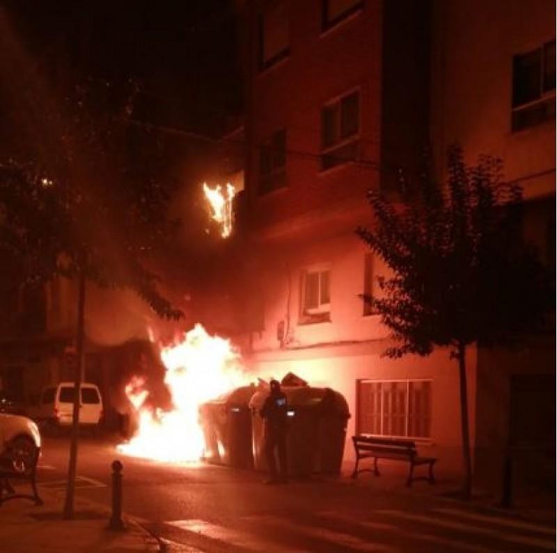 Un dels últims contenidors cremats a Alcoi