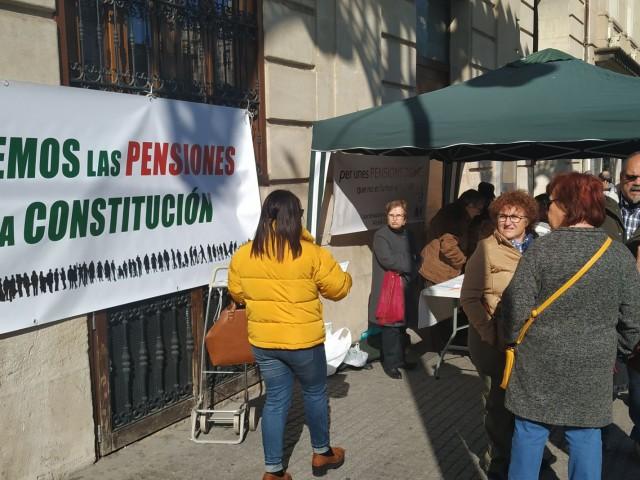 Arreplegadade signatures a Alcoi per a blindar les pensions