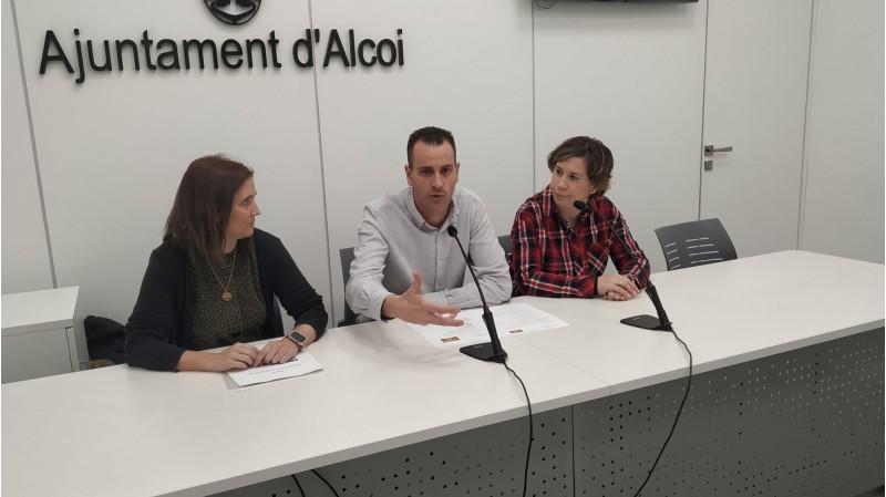 Alberto Belda amb les formadores María del Castillo i Ana Agulló