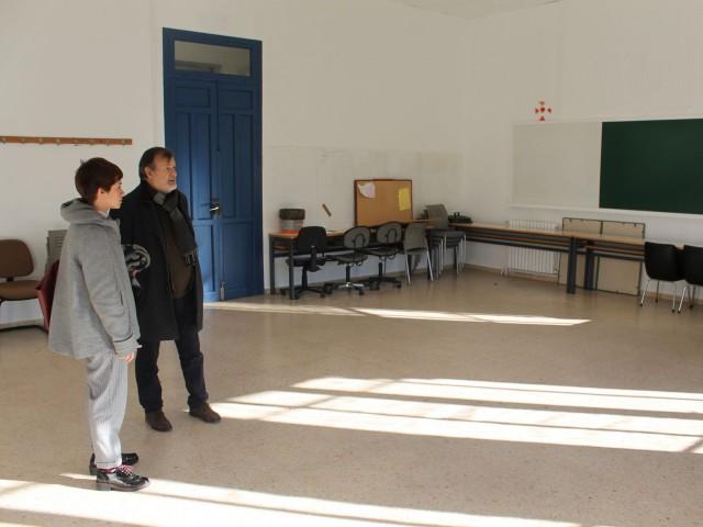 La regidora Baca i el regidor Gomicia visiten les instal·lacions del CCJ després de la seua última reforma.
