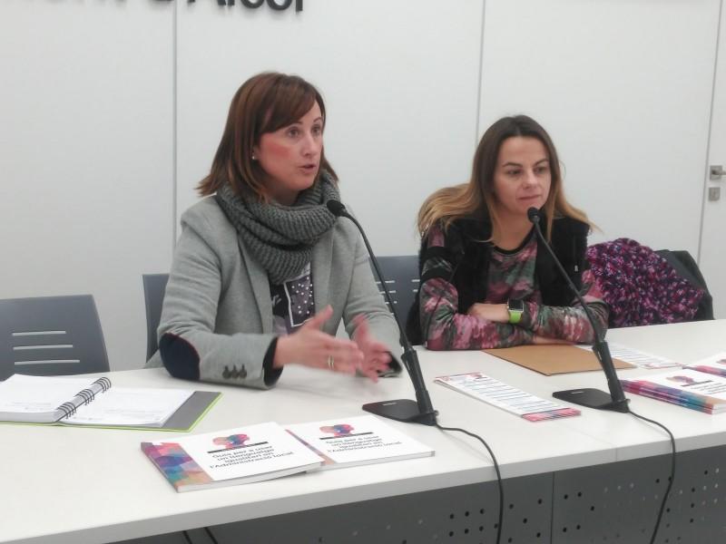 La regidora de Polítiques Socials,AroaMira, en companyia de la tècnica d'Igualtat, Ruth Tomàs.