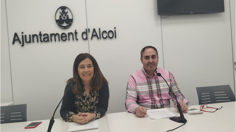 Ramón Reche, vicepresident de l'Associació Alicante Turismo Interior; i la regidora Lorena Zamorano