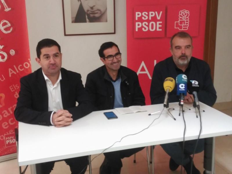 Jordi Silvestre (centre) serà l'únic independent de la llista dels socialistes.
