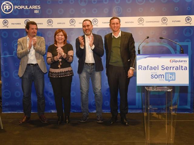Rafa Serralta amb Pepe Císcar, Isabel Bonig i Cësar Sánchez, en l'acte de presentació dle candidat