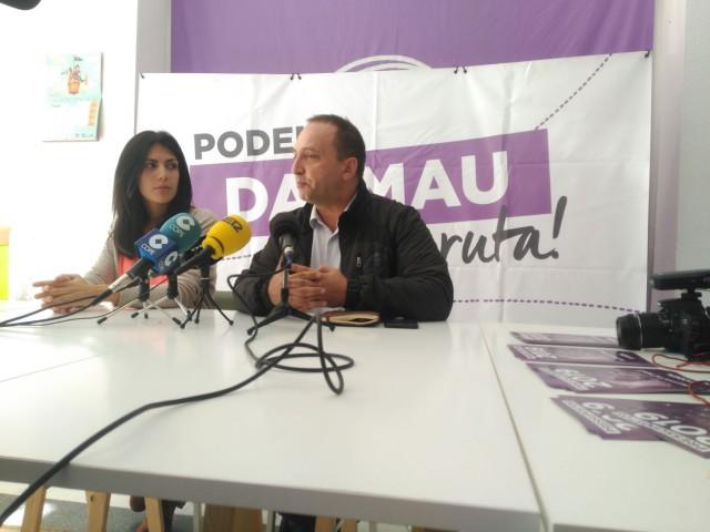 Dalmau i Davó han atés els mitjans de comunicació a la seu de Podem Alcoi.