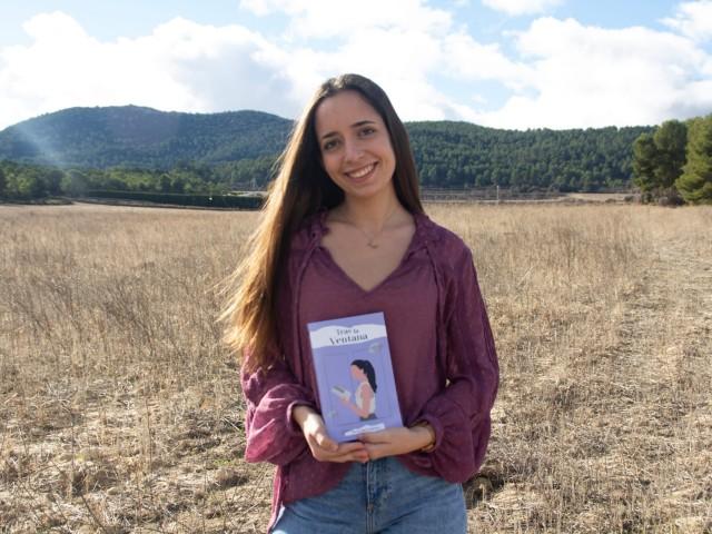 Mireia, amb el seu llibre