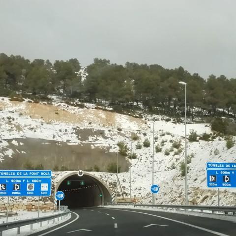 Dies després, encara quedava neu als marges de l'A7 / AM