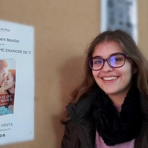 YolandaVicentMonllor, una jove escriptora de17anys, presenta la seua primera novel·la