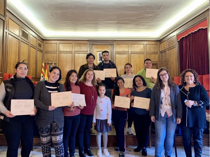Els 11 migrants amb el diploma 'Comprensión de la Sociedad Valenciana'.