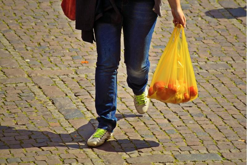 L'objectiu és que es reduïsca l'ús de bosses de plàstic als comerços de la ciutat.