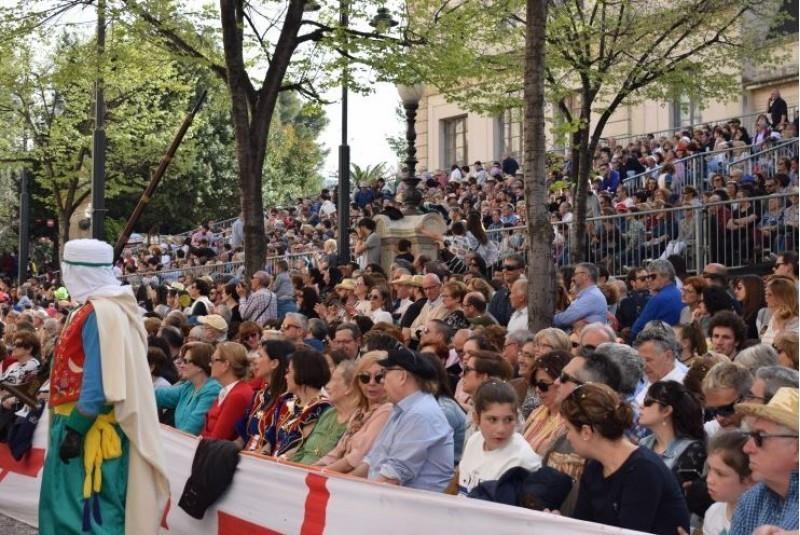 Tribuna de la Plaça Ramón i Cajal / AM