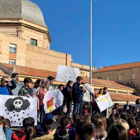 Els estudiants d'Alcoi celebren el dia de la pau