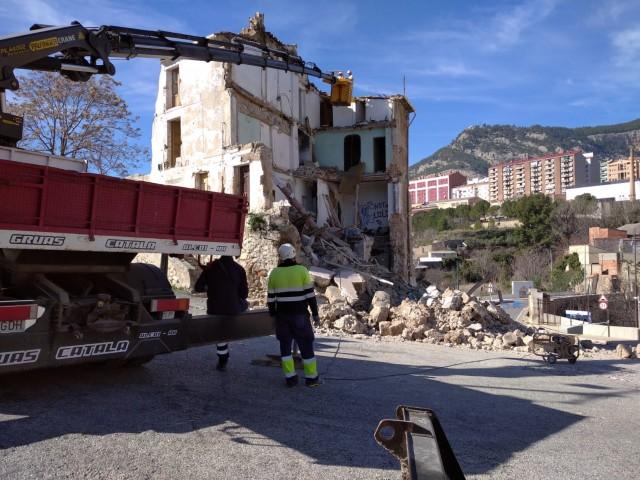 S'inicien els treballs per a enderrocar l'edifici d'Alcassares