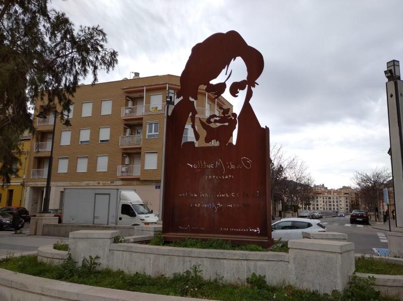 Escultura d'Ovidi al barri del Viaducte.