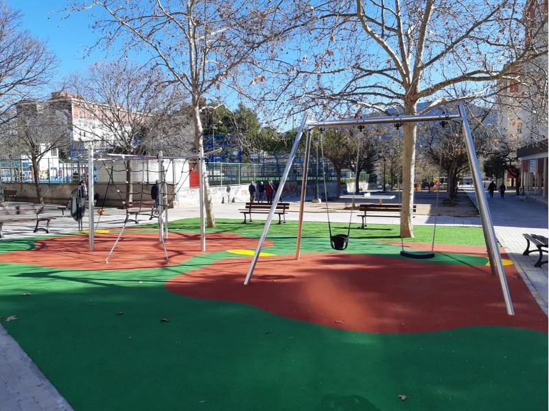Parc infantil a l'avinguda de la Hispanitat.