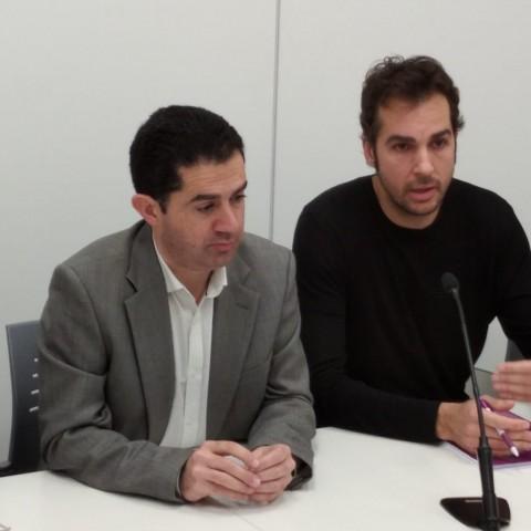 Toni Francés (esquerra) i Cristian Santiago (dreta) anuncien l'acord que permetrà aprovar el pressupost.