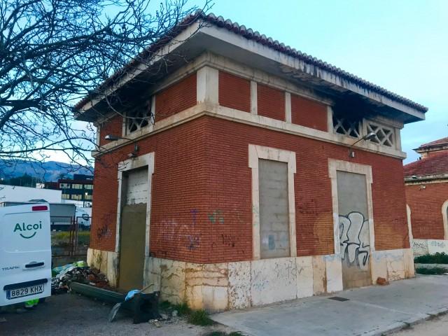 Dependències que han sigut clausurades, pertanyents a l'antiga estació del tren.