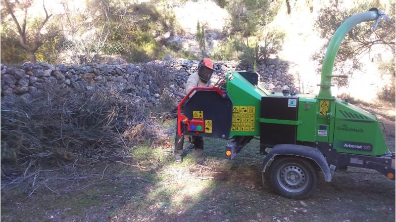 Una biotrituradora a la serra de Mariola. Imatge GVA