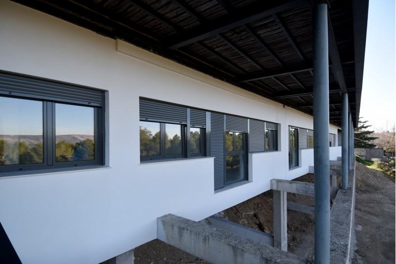 El local municipal s'ha construït a la planta baixa de la Residència de la Tercera Edat.