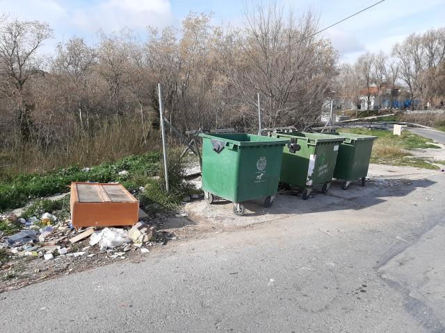 Vessament incontrolat de residus en Castalla.