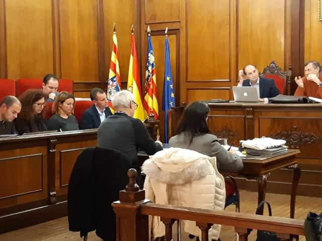 El saló de plens de l'Ajuntament d'Alcoi ha acollit la reunió /Aj.