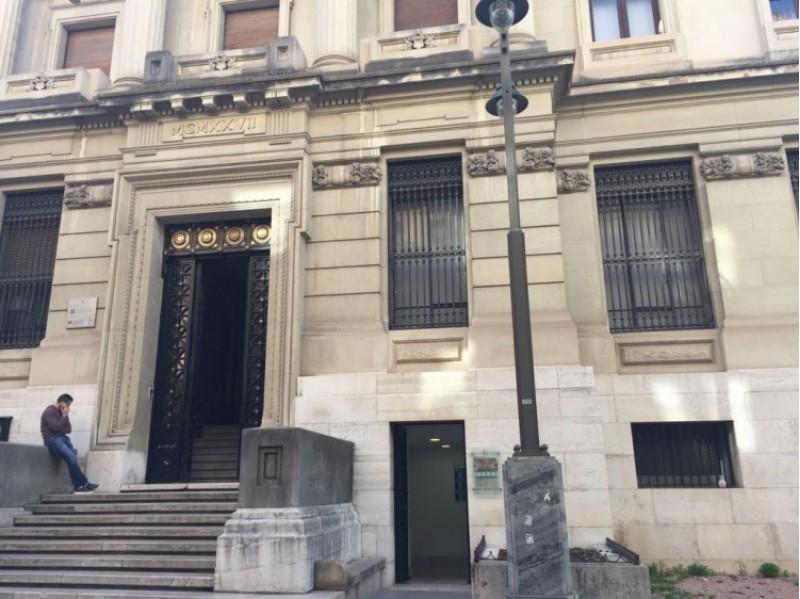 La Biblioteca Central i la Biblioteca del Tiristi, a l'avinguda del País Valencià