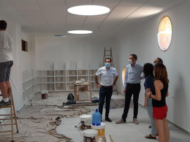 Toni Francés, alcalde d'Alcoi i Alberto Belda, regidor d'educació visitant les obres