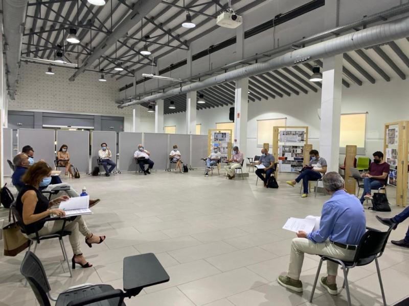 Reunió del Consell Econòmic Social on l'alcalde Toni Francés ha anunciat les ajudes. Imatge facilitada per l'Ajuntament.