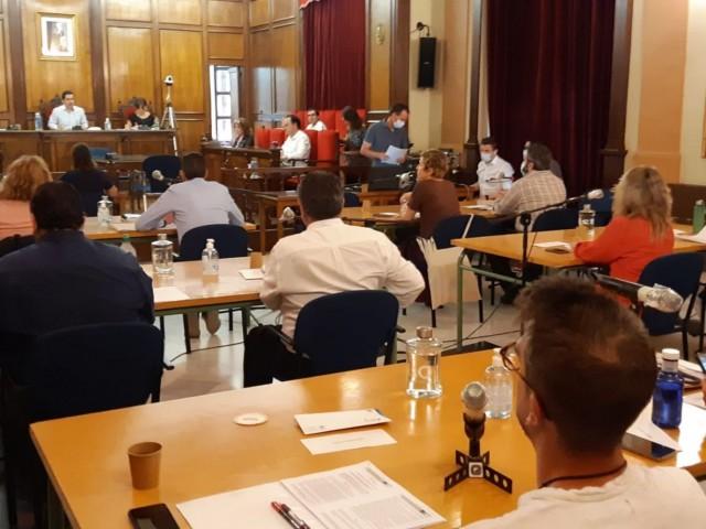 Plenari del 3 de juliol amb participació de tots els regidors, amb les mesures de distància necessàries.