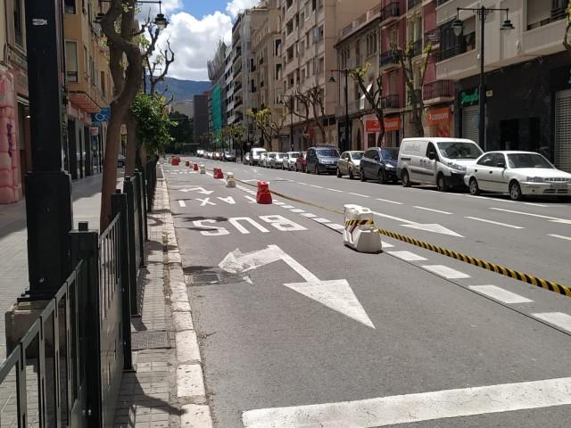 Carril bus convertit en zona de pas a l'Alameda de Camilo Sesto.